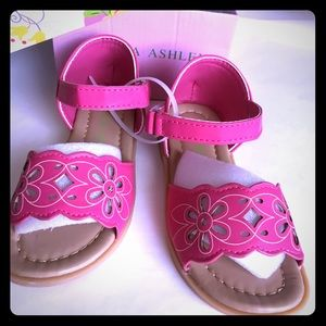 e74109323 Kids size 8 sandles pink Laura Ashley. New